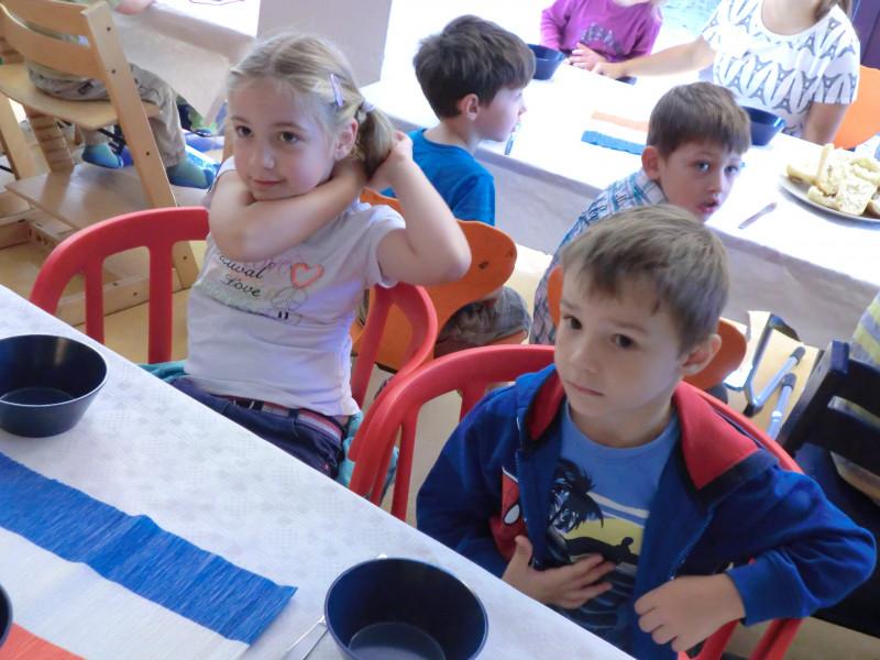 Bilingual durch Spiel und Bewegu